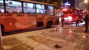 Mujer fue rociada de gasolina por un hombre cuando iba en un autobús en Lima
