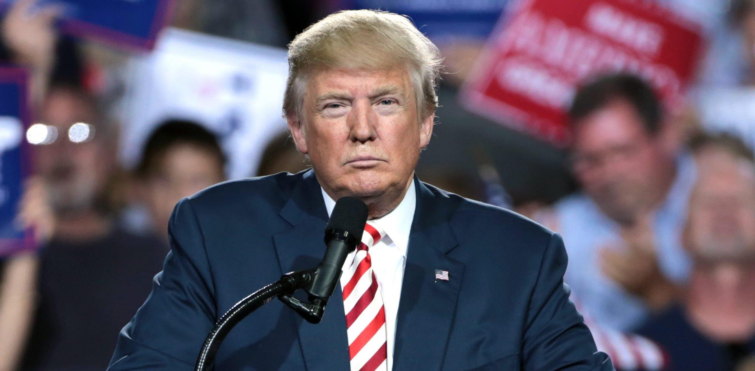 Donald Trump dando un discurso