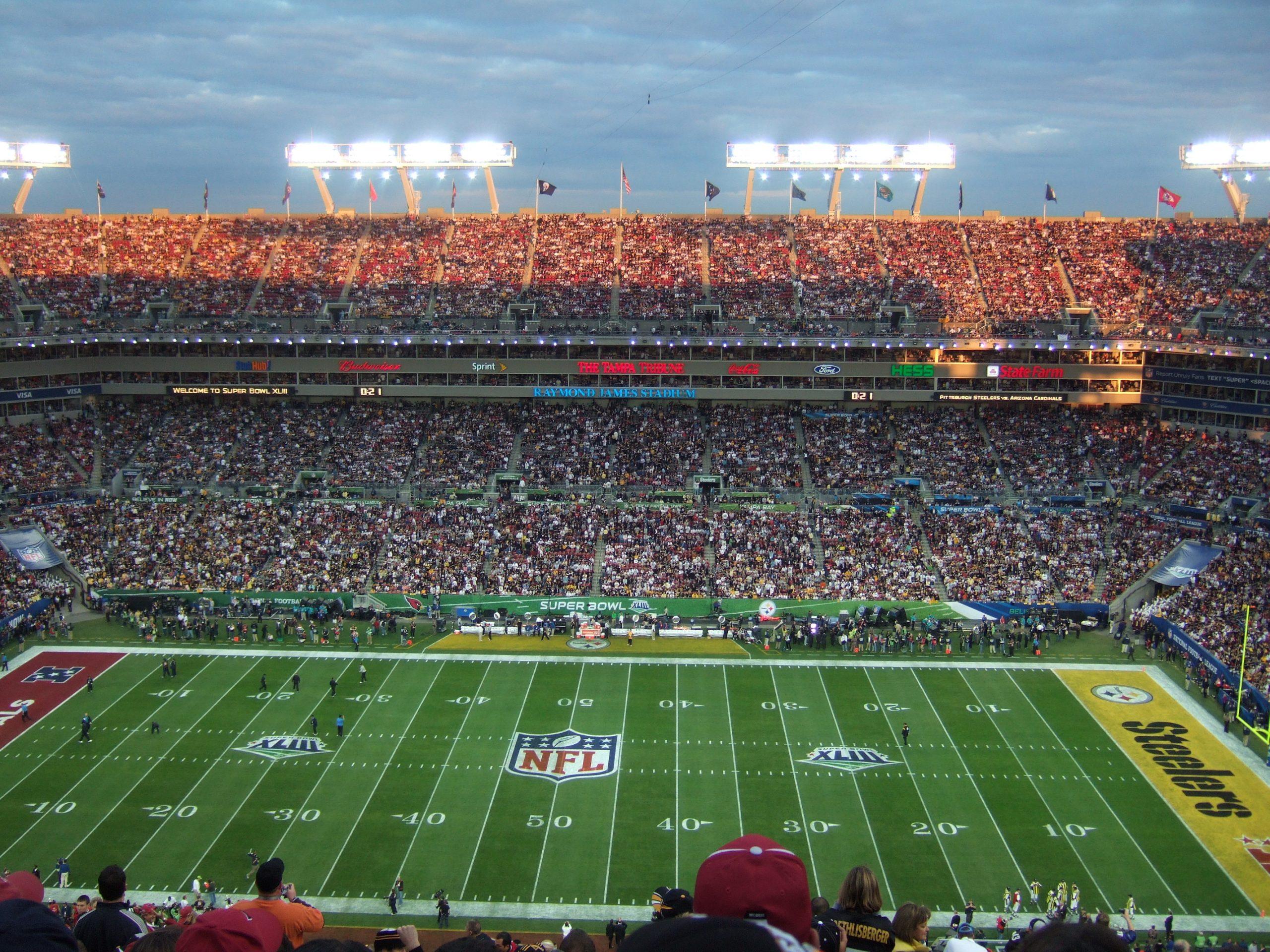 A pesar de que la pandemia causada por el coronavirus no ha terminado algunos eventos han recuperado poco a poco algo de su brillo. Entre ellos el Super Bowl, el partido de futbol americano más importante del año, que se jugará en el estadio Raymond James en Tampa Florida.