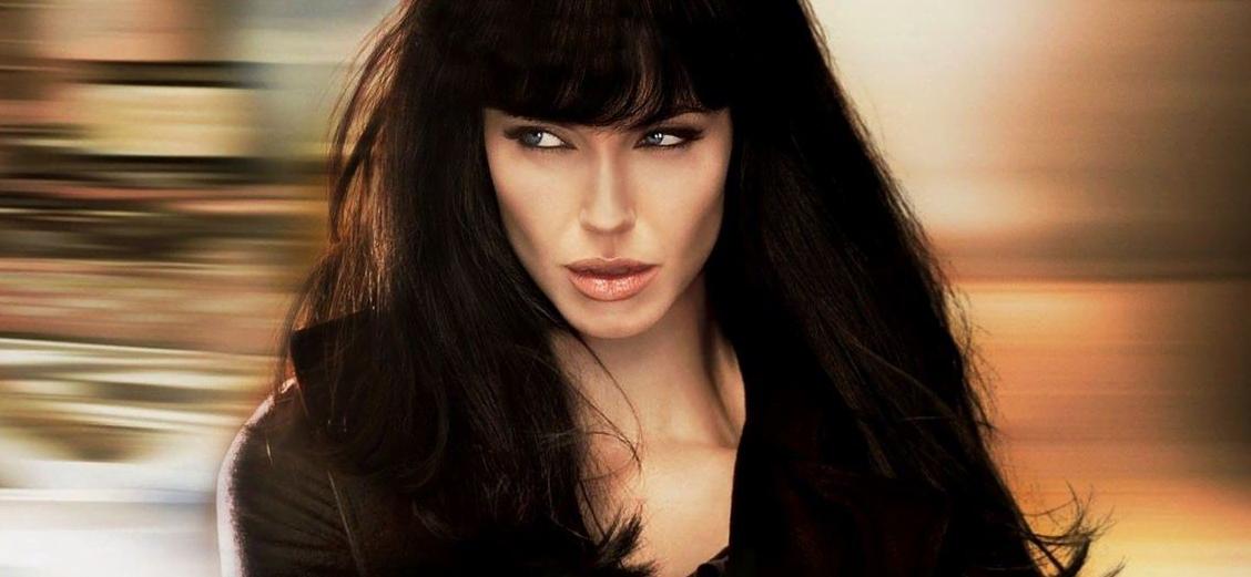 Angelina Jolie en el cartel de la película Salt