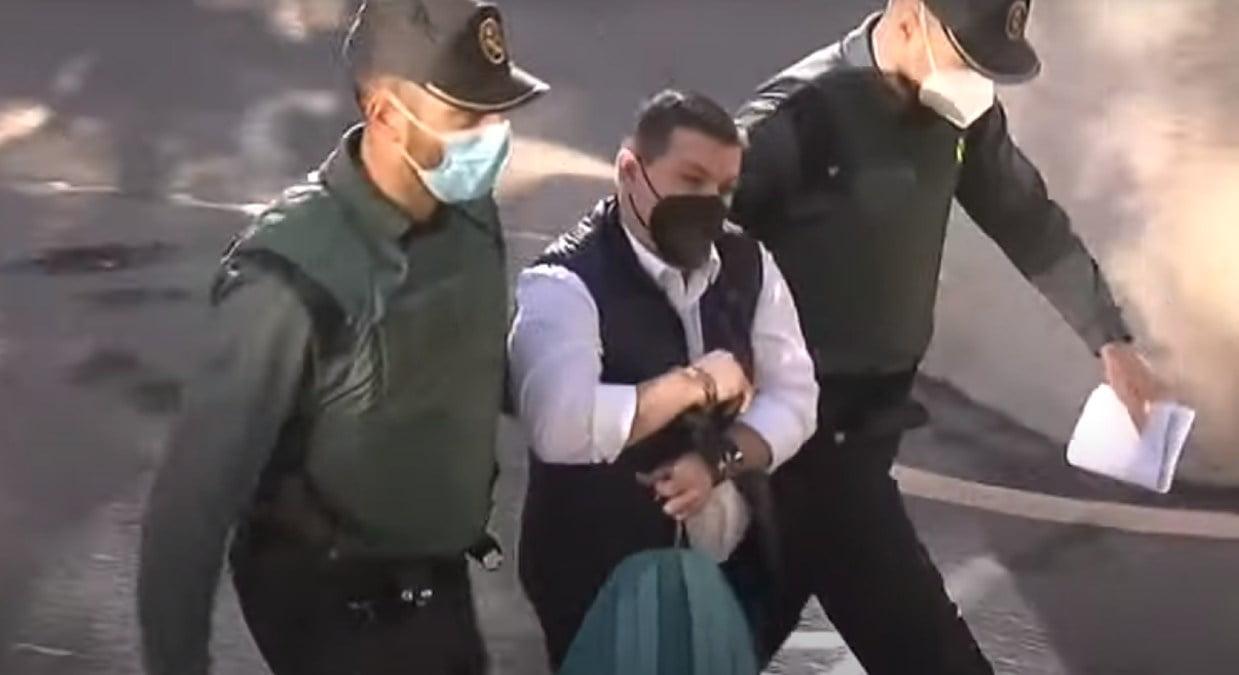 El rey del cachopo llegando a la Audiencia Provincial de Madrid