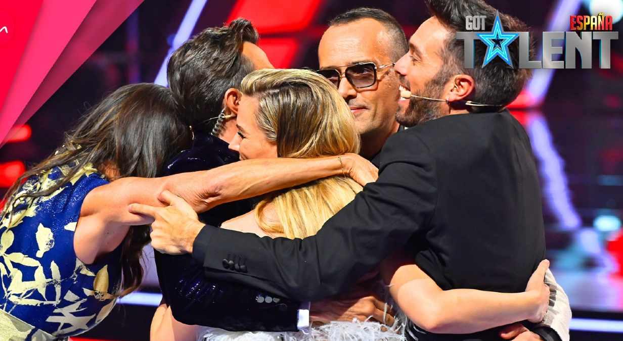 Risto Mejide y el jurado de Got Talent abrazados