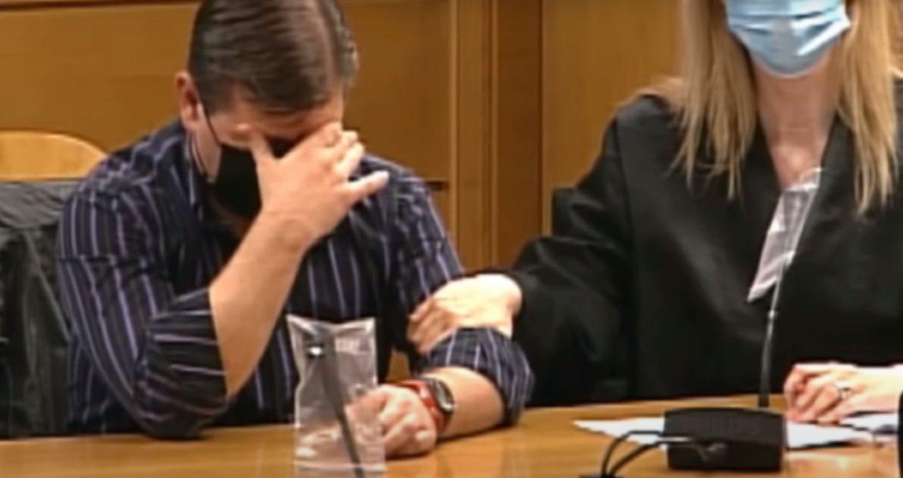 César Román mientras recibe el veredicto del jurado