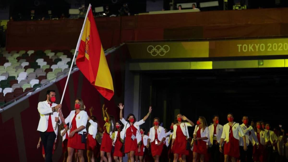 Delegación española con la bandera en los Juegos Olímpicos de Tokio. Calendario de competiciones.