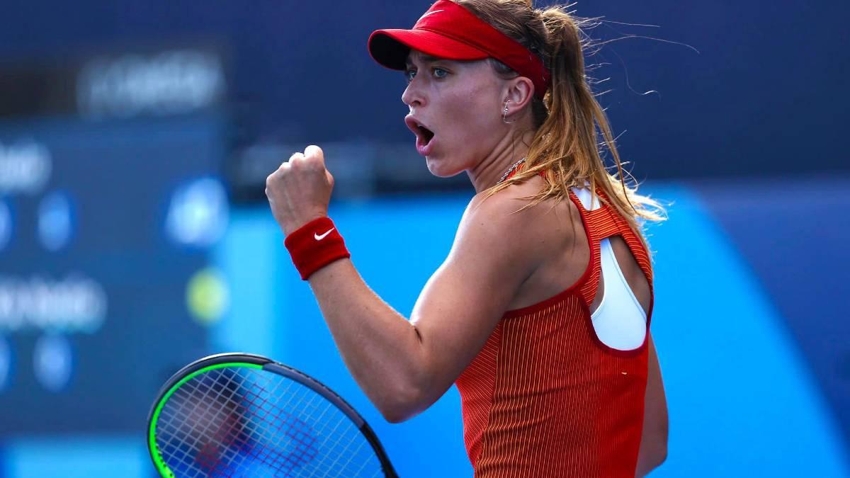 Paula Badosa jugando al tenis